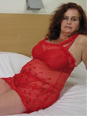 Huge titted housewife playing on her bed